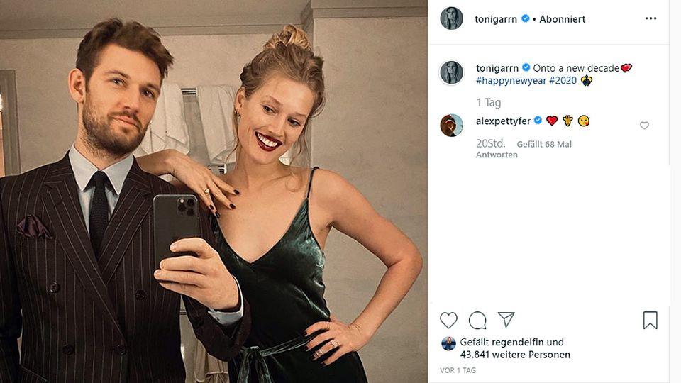 Toni Garrn und ihr Verlobter Alex Pettyfer