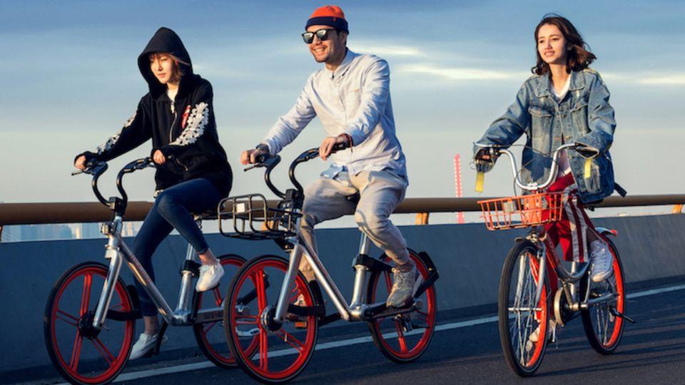 Die silbrig-orangenen Fahrräder sind das Markenzeiche von Mobike.