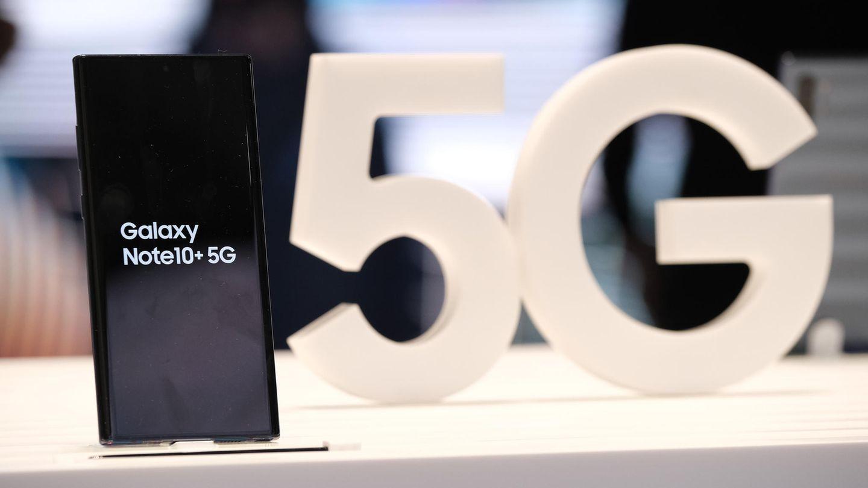 4. 5G setzt sich in der Masse durch  Ultraschnell und ohne Verzögerung unterwegs surfen - das ist das Versprechen des Mobilfunkstandards 5G. In den ersten Städten und Ballungsräumen kann man 5G bereits empfangen, allerdings mangelt es in der breiten Masse noch an kompatiblen Geräten. Das ändert sich 2020: Sowohl das neue Galaxy-Flaggschiff als auch das diesjährige iPhone werden 5G unterstützen, schätzen Experten. Zudem werden diverse chinesische Anbieter 5G in Mittelklasse-Geräte bringen. Ende des Jahres dürften sich Dutzende Millionen 5G-Smartphones in den Hosentaschen befinden - bis dahin haben die Netzbetreiber rund um den Globus noch jede Menge zu tun.