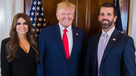 Kimberly Guilfoyle mit US-Präsident Donald Trump und ihrem Freund Don Junior