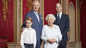 Die Queen und ihre drei Thronfolger auf einem Foto