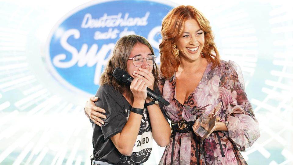 DSDS-Kandidatin Carolin erhielt die goldene CD von Oana Nechiti