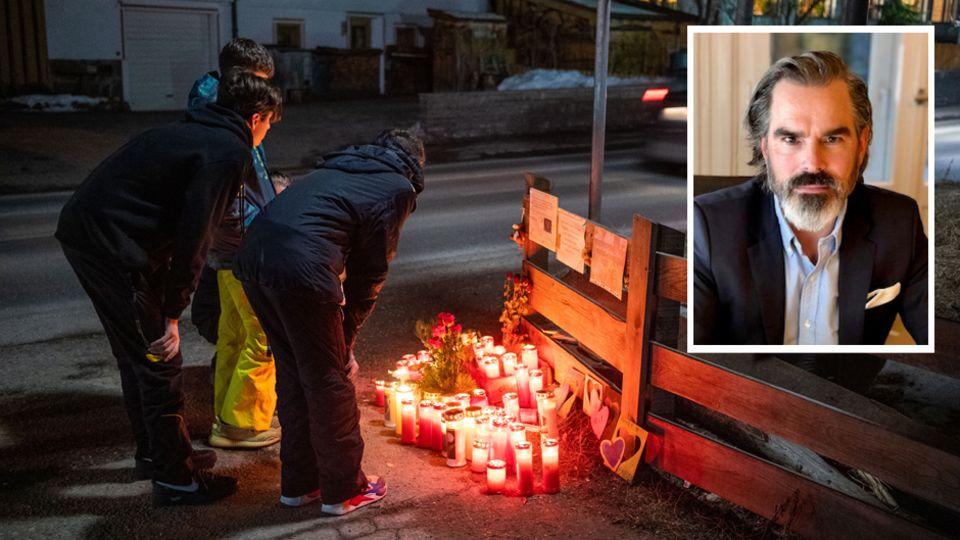 Blumen und Kerzen liegen an der Unglücksstelle. Rechts oben: Rechtsanwalt Arne Egging
