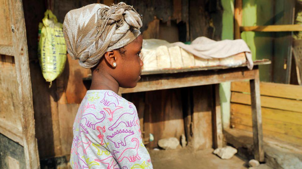 Ein funfjähriges nigerianisches Mädchen im Profil