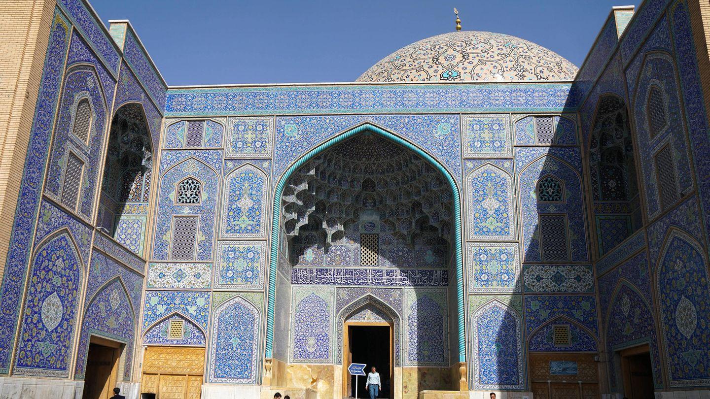 Die Scheich-Lotfollāh-Moschee am berühmten Platz des Imams oder auch Königsplatz in Isfahan - der Sakralbau aus dem 17. Jahrhundert gehört zum Unesco-Weltkulturerbe