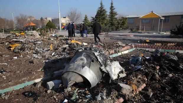 Trümmer der im Iran abgestürzten Boeing 737-800 von Ukraine International