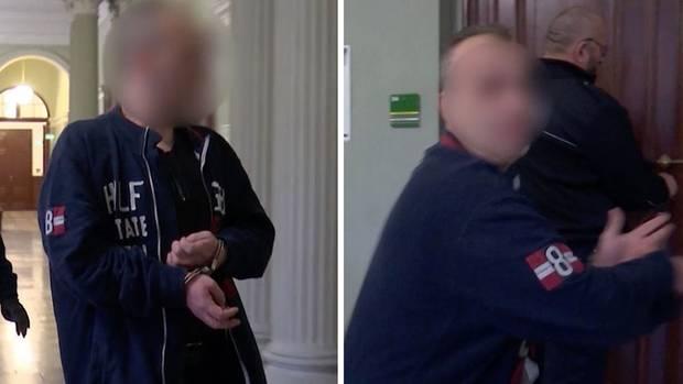 Als der Angeklagte vor Gericht gefilmt wird, rastet er aus