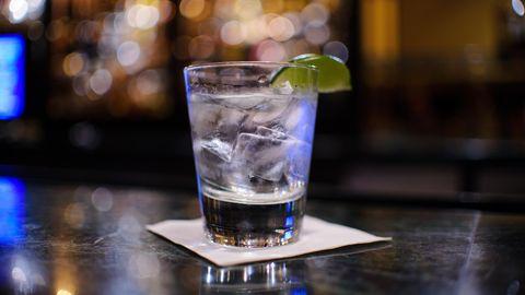 """Interview mit Barkeeper: """"Mit Gin wird einfach richtig Geld gemacht"""""""