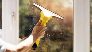 Fenster putzen gelingt Ihnen mit den richtigen Tipps und Tricks ganz leicht