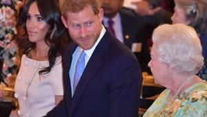Queen Elizabeth II. mit Harry und Meghan