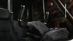 Aufgrund der archaischen aber unverwüstlichen Ansteuerung der Räder besitzt der Sherp ein Steuerhorn.