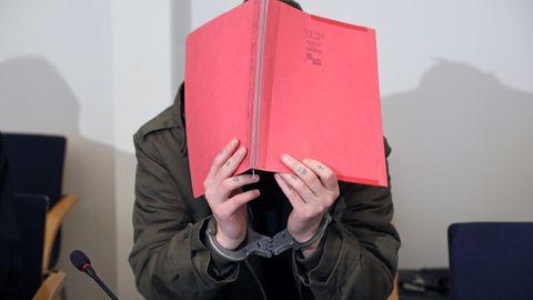 Der angeklagte Stiefvater im Mordprozess um den Tod der sechsjährigen Leonie