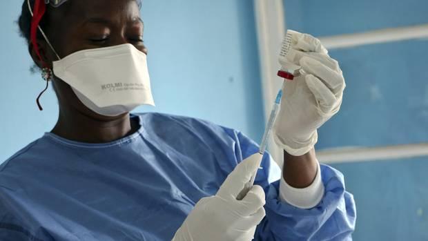 Aufgrund von Konflikten und schlechter Infrastruktur sei die Impfrate laut der WHO in vielen Regionen im Kongo niedrig