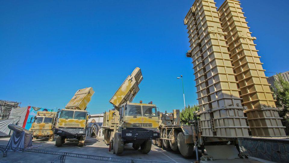 Neben der russischen S-300 hat der Iran das moderne LuftabwehrsystemBavar-373 entwicklet.
