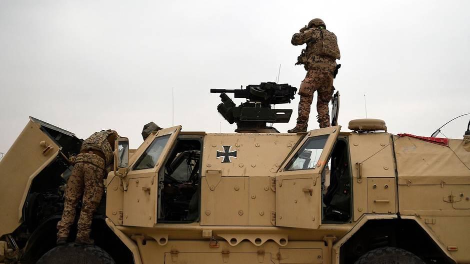 Deutsche Soldaten am Nato-Militärstützpunkt in Camp Marmal (Afghanistan)