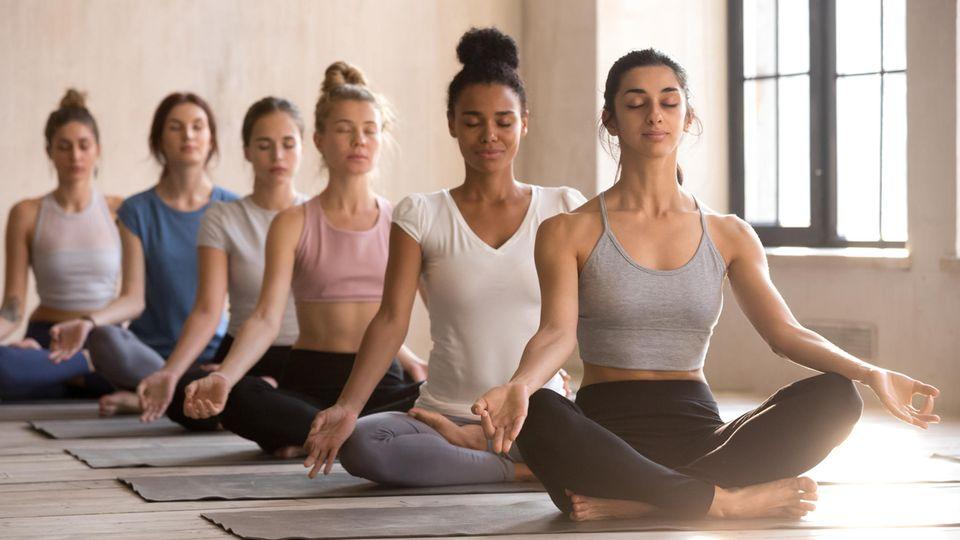 Für Yoga gibt es spezielle Outfits