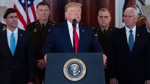 Donald Trump vor dem Weißen Haus zu Iran