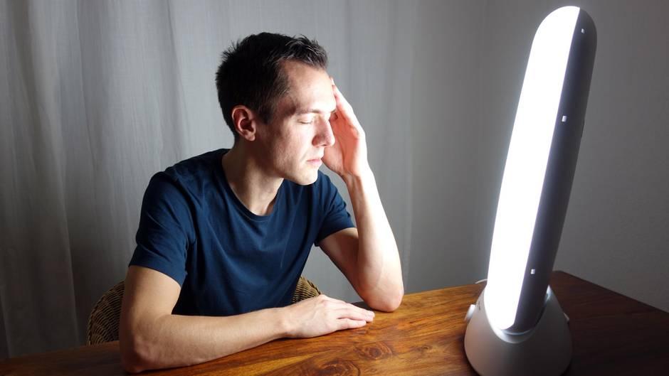 Eine Lichttherapie hilft, Schlafstörungen und Depressionen vorzubeugen