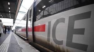 ICE am Bahnhof