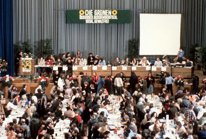 "13.Januar 1980, Karlsruhe: Aufnahme vom Gründungsparteitag der ""Grünen"""