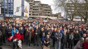 Mehrere Hundert Menschen demonstrieren für Bürgermeister Landscheidt