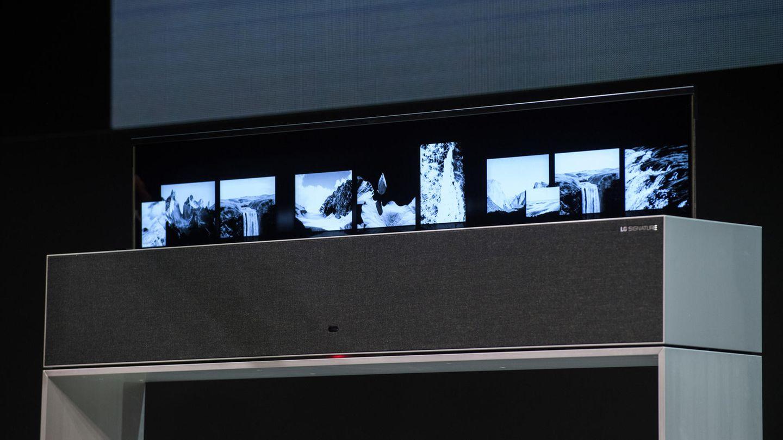 Fernseher zum Ausrollen  Seit Jahren werden Prototypen von ausrollbaren Fernsehern auf Messen ausgestellt. So auch auf der diesjährigen CES: LG zeigt einen 65-Zöller, der sich bei Bedarf an die Decke hängen und dort ausfahren lässt. Das Konzept erinnert an einen Beamer mit Leinwand, nur dass in diesem Fall kein Beamer nötig ist. Der Bildschirm befindet sich allerdings noch in der Entwicklung, vermutlich wird man ihn erst in ein bis zwei Jahren in freier Wildbahn sehen. Der Hersteller zeigte allerdings auch neue biegsame OLED-Bildschirme und der im vergangenen Jahr vorgestellte und ebenfalls ausrollbare OLED Series TV R soll in diesem Jahr erhältlich sein. Das Bild oben zeigt den Fernseher eim Herausfahren aus dem Sideboard ...