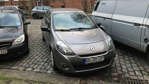 Manche Menschen haben für ihr erstes eigenes Auto regelrecht liebevolle Gefühle. Ich nicht, sorry Clio.