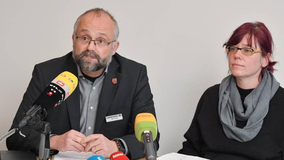 Daniel Kurth (SPD), Landrat des brandenburgischen Landkreises Barnim und Yvonne Dankert, Sozialdezernentin.