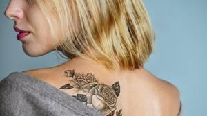 Die richtige Tattoopflege vermeidet Infektionen und das Verblassen der Farbe