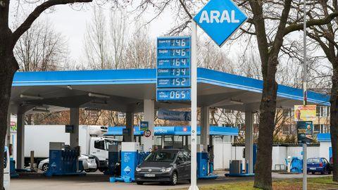 Das gab es noch nie: Aral ruft gleiche Preise für Super und E10 auf.