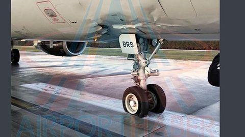 Das in den Flugzeugrumpf gedrückte Bugfahrwerk des Airbus A321