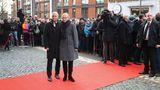 Bürgermeister Peter Tschentscher (SPD) kommt mit seiner Frau Eva-Maria