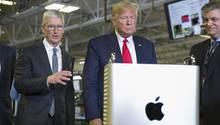 Apple-Chef Tim Cook (links) und US-Präsident Donald Trump besuchten vor wenigen Wochen eine Fabrik, in welcher der Mac Pro hergestellt wird.