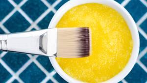 Peeling aus Salz und Honig
