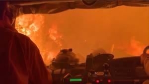 Feuer auf Kangaroo Island: Feuerwehrleute fahren durch das Inferno