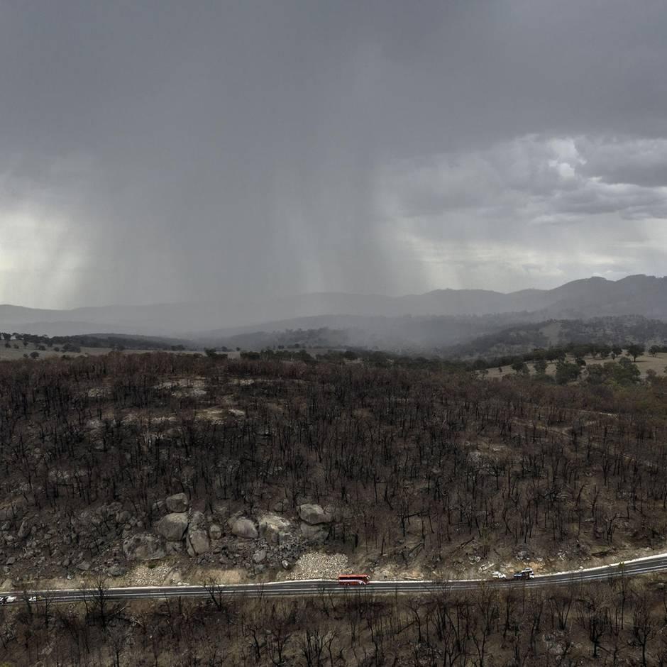 News von heute: Regen erleichtert Löscharbeiten in Australien