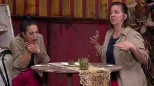 Dschungelcamp an Tag 7: Elena Miras und Danni Büchner naschen Kakerlaken-Crumble und Kotzfrucht