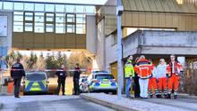Einsatzkräfte der Polizei und der Rettungsdienste beim Jobcenter In Rottweil