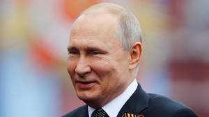 Unerwartet zog Wladimir Putinzum Start ins neue Jahr die politische Reißleine.