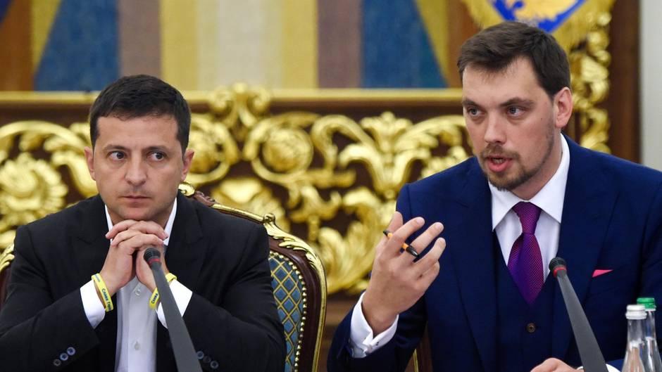 Der ukrainische Ministerpräsident Olexii Gontscharuk (r.), hier neben PräsidentWolodymyr Selenskyj