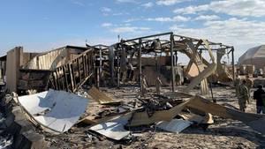 Zerstörte Gebäude auf der Luftwaffenbasis Al-Asad