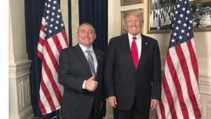 """Dieser Facebook-Screenshot zeigt Präsident Donald Trump zusammen mit Lev Parnas(Foto oben links),im Weißen Haus in Washington, gepostet am 1. Mai 2018,kommentiert mit den Worten:""""Danke Präsident Trump!!! Amerika groß machen!!!!!! Unglaubliches Abendessen und sogar noch bessere Konversation."""""""