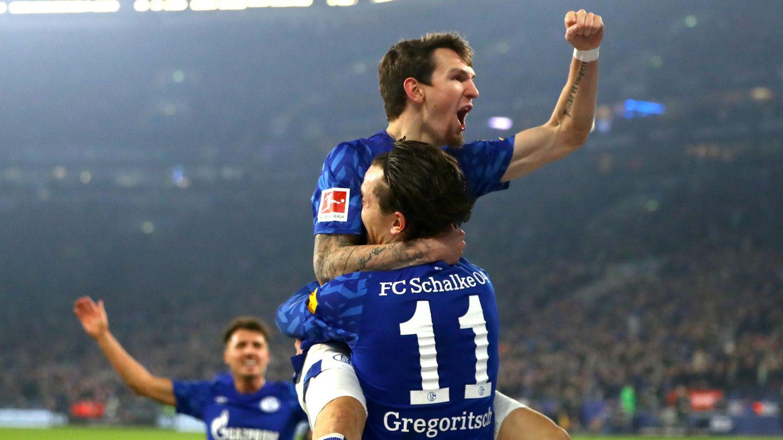 Benito Ramann und Michael Gregoritsch feiern das 2:0 für Schalke gegen Gladbach