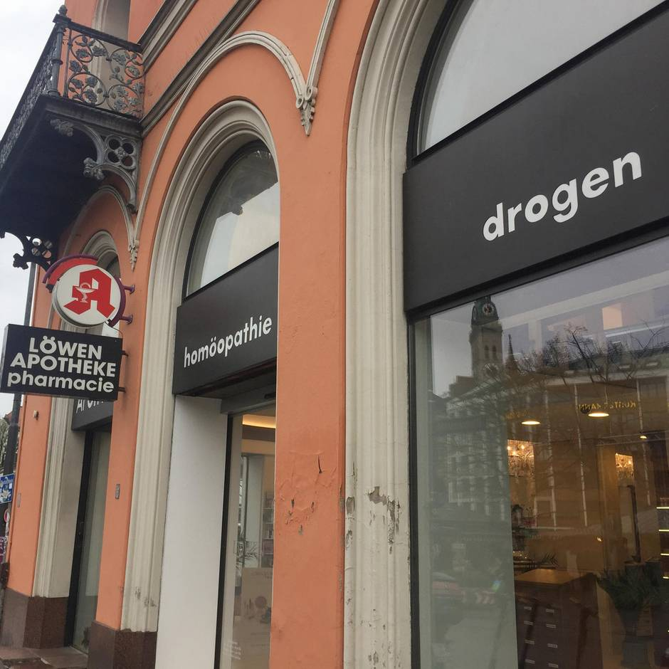 """Nachrichten aus Deutschland: Kunden verwirrt: Apotheke wirbt für """"drogen"""" – meint aber etwas ganz anderes"""