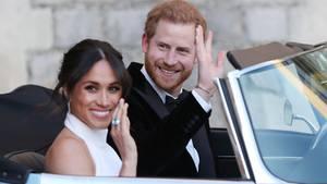 Harry und Meghan winken - sie sind keine Königlichen Hoheiten mehr