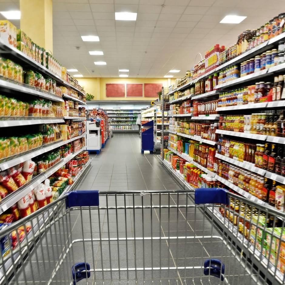 Skurriles Verbrechen: Mann lebt seit Wochen in der Decke eines Supermarkts – doch die Polizei kann ihn nicht finden