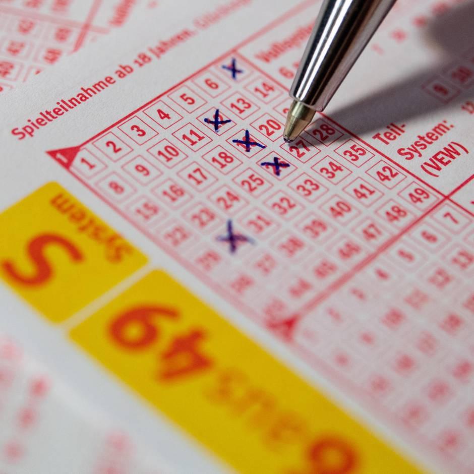 Nachrichten aus Deutschland: Mann legt Lottoschein in Bank vor und will zwei Millionen Euro ausgezahlt bekommen