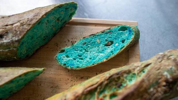 Blaues Brot aus Algen: Dieses Brot ist nicht verschimmelt – und die Nahrung der Zukunft?