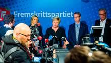 Fortschrittspartei-Chefin Siv Jensen gibt den Austritt ihrer Partei bei einer Pressekonferenz bekannt