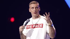 Felix Lobrecht erntet Shitstorm für Affen-Witze